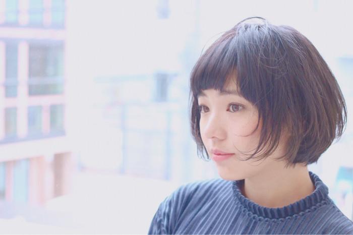 最近よく聞くリップラインヘアとは、その名の通り、リップラインでカットされたヘアスタイルのことです。