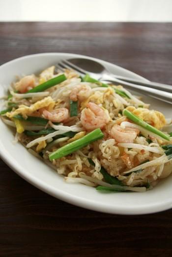 ■パッタイ 米麺を使ったタイ風焼きそばで、現地ではみんなが気軽に食べる国民食のひとつです。焼きそば用の麺やうどんでも代用可能です。