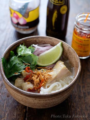 ■スープから作るチキンフォー あっさり、さっぱり、さらりといただける麺料理。ベトナムでは朝食の定番で、牛肉や海老など具材を変えてもおいしい♪
