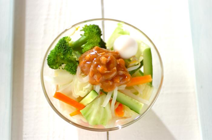 ■ガドガド ガドガドとはインドネシア語で「ごちゃ混ぜ」という意味。お好みの野菜をさっと茹で、あま~いピーナッツソースをかけていただきます。