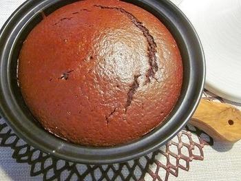 健康オイルとして人気の高い米油を使った、ヘルシーなチョコケーキ。甘さが控えめなのも嬉しい♪