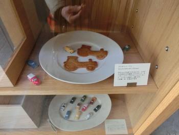 米胚芽とアーモンドで作られた「ビスキュイ」は、車や動物がかたどられキュートです。