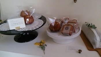 栗が入ったパウンドケーキのような「シャテーヌ」は、しっとりとした生地が栗の存在を引立てます。カットや1本でも購入でき、人気です。