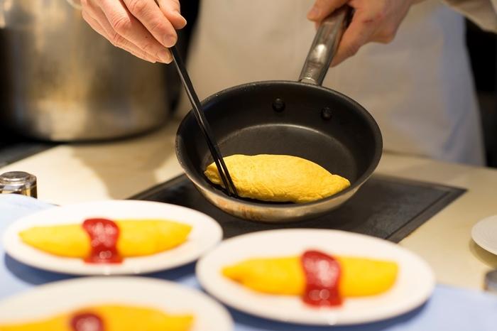 その場で調理してくれるオムレツなど、満足度の高いブッフェをカジュアルな雰囲気で味わえるところが魅力的です。