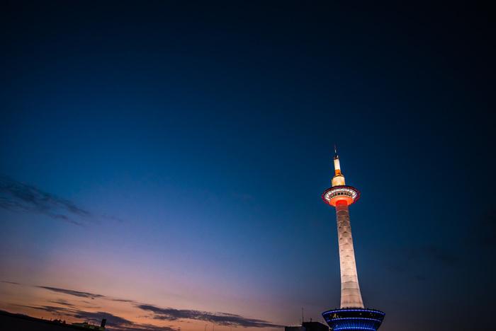 観光で京都に来られる方も多いと思いますが、見知らぬ土地でのお店探しはなかなかにむずかしいもの。行き当たりばったりでも全然平気!というチャレンジャーな人以外はちょっと尻込みしてしまいますよね。でもせっかくの京都の夜、このままホテルに帰ってしまうなんてもったいない!