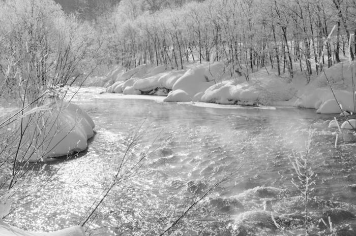 雪の中でのティータイムでは、温かい飲み物が体にしみわたるそうですよ。かけがえのない思い出になりそう。