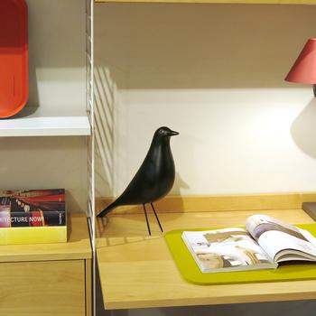 Vitra(ヴィトラ)社、「イームズ・ハウス」のハウスバード。ブラック1色のシンプルな佇まいは、どんなテイストのインテリアにもおすすめ。ぐっとスタイリッシュにしてくれます。つぶらな瞳がかわいいです♪