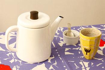 清潔感あふれる白のポトルは、食卓をさわやかなイメージにしてくれます。朝食にもぴったり!保温性や冷却性の利点を活用して、ポットとしても使えるのが便利。