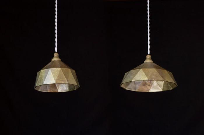 珍しい真鍮のペンダントランプです。照明も素材にこだわりたいという人にぴったりです。