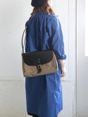 大きすぎず、小さすぎず。ちょっとしたお出かけにちょうど良いサイズ感の、ショルダーバッグ。レザー素材が、バッグ全体に大人っぽさをプラスしてくれます。