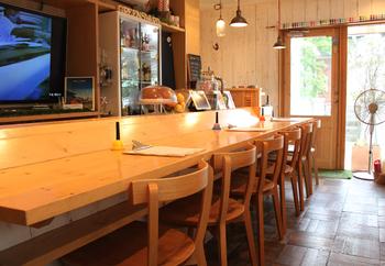 長谷の路地沿いにある「GREENSWARD」。野菜ソムリエが作る豆と野菜たっぷりのデリランチのお店です。