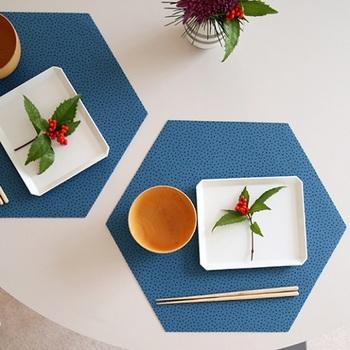 ランチョンマットのデザインは実にさまざまなので、いろいろ探してみましょう。テーブルクロスとはまた違う味があって、雰囲気も変わります。