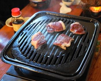 ジュ―!熊のお肉はしっかり焼くこと!