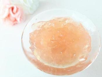 ハーブコーディアルはゼリーにして楽しむのもおすすめ。コーディアルの安心な甘みでヘルシーな食後のデザートに。
