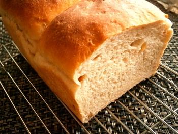 こちらは、バター代わりにピーナッツバターを使った米粉のパン。香ばしくてふんわりもっちり♪意外なところにピーナッツバターの使いみちがあるものですね。
