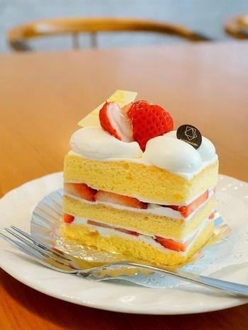 卵たっぷり♡スフレ生地のふわふわショートケーキ。