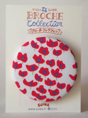 ★ 「プロバンスの赤いコクリコ・ブローチ」・・・個性的なコクリコのプリントのファブリックをあしらったブローチ。ボタンのようなイメージですね!