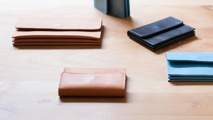 上質な国産プルアップレザーの素材感を楽しめるミニマムウォレット。シンプルでかさばらないコンパクトなお財布だけど、見た目以上に容量はたっぷり。
