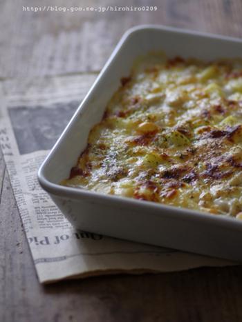 じゃが芋と豆を生クリームとチーズと一緒にトースターで焼くだけの子供も大人も大好き即席グラタン。チーズがたっぷり入ってほくほくの豆との相性も抜群です。ご飯やパンにのせても美味しいですよ。