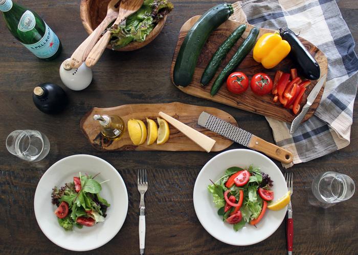 """現代の私たちの生活では、とにかく野菜が不足しがちと言われています。 意識的に摂らないと、なかなかたくさん食べるのは大変ですよね? 今回は、野菜中心の食生活をされている""""ベジタリアン""""や""""ビーガン""""から学ぶ、美味しい菜食レシピをご紹介します。 日々のメニューに取り入れて、少しでも野菜中心の健康に良い食事が出来たら良いですね。"""