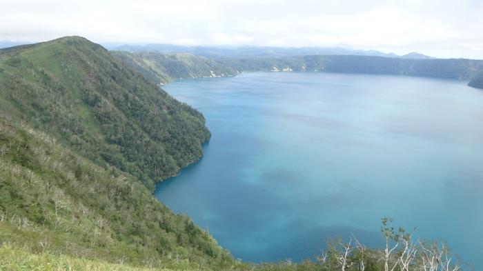 いかがでしたか?摩周湖は他にはない魅力をたくさん秘めた湖です。ぜひ、早朝・日中・夜、それぞれに違う顔を見せる摩周湖見学を、北海道旅行の行程に組み入れてみてください。きっと思い出に残る体験ができると思いますよ。