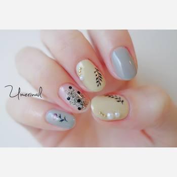 葉っぱや花の柄のパステルネイル。イエローやブルーのニュアンスカラーが絶妙で、指それぞれが違う、こだわりデザイン。