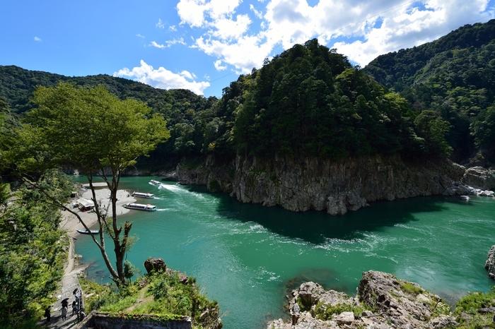 瀞ホテルから望む瀞峡の光景は吸い込まれそうになるほど迫力があります。