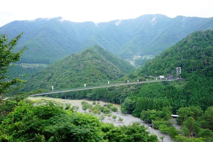 十津川村の北部に位置する、長さ297メートル高さ54メートルと、生活用鉄線では日本一の吊り橋です。吊り橋なので歩くとゆらゆら揺れ、ちょっとしたアドベンチャー気分も味わえます。