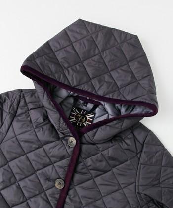 現在でも手作業によって、一着ずつ丁寧に作られるラベンハムのウェア。その昔、乗馬用のブランケットとして考案されたキルティングは、現在ではおしゃれなアウターとして世界中で愛されています。