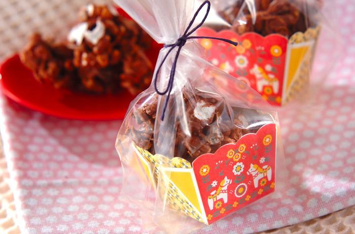 【チョコグラノーラ】 ザクザクの食感が人気のチョコクランチは食べごたえもあって◎ 可愛い絵柄のペーパーボックスやペーパーカップに入れてラッピングして♪