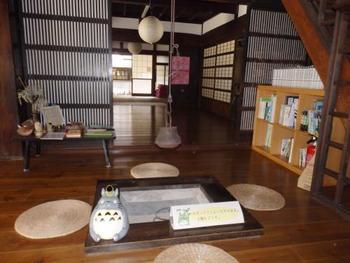 家具や小物も歴史を感じさせる佇まいでいい感じ♪ じっくり見て回るといろいろ発見がありそうです。