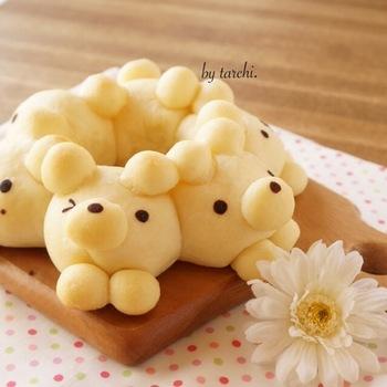 ひとつひとつ表情が違うクマのちぎりパン。