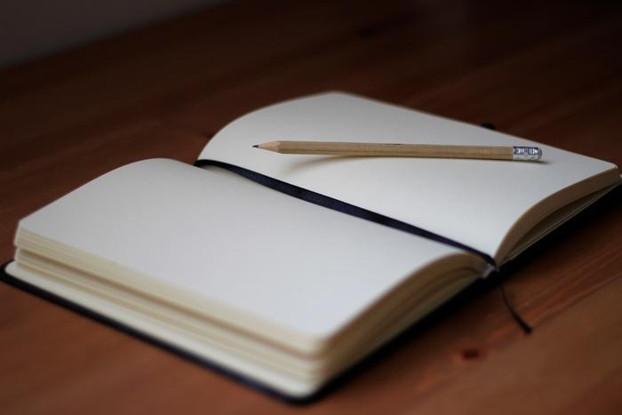 毎日、手帳を開くことを心がけていてもどうしても空白の日ができてしまうこともあります。空白になってしまうのには、忙しすぎた、体調不良、気分が乗らなかったなどそれなりの理由があります。空白の日が続いてしまったら、週に一度の「手帳タイム」で空白部分を振り返ってみましょう。忙しすぎたり、体調がわるかったら休息を設ける、気分が乗らないなら思い切ってリフレッシュできる予定を入れるなど対処ができます。心身ともに元気になったら手帳を復活させれば良いのです。