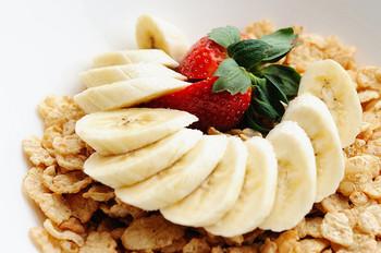 運動前におすすめしたいのがこの黄バナナ。エネルギーをたくさん含みすばやく体内に吸収されます。また、病後の体力回復、運動後の栄養補給にもぴったり。この状態のバナナは栄養価が一番高く、少量ですばやく栄養補給が出来ます。