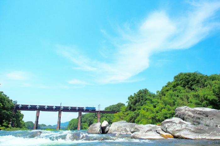 【画像は、荒川に架かる秩父鉄道の「荒川橋梁」】