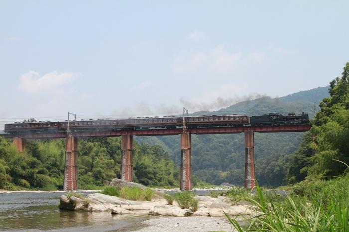 鉄道ファンでなくても、この眺めは誰しもが喜ぶはず。