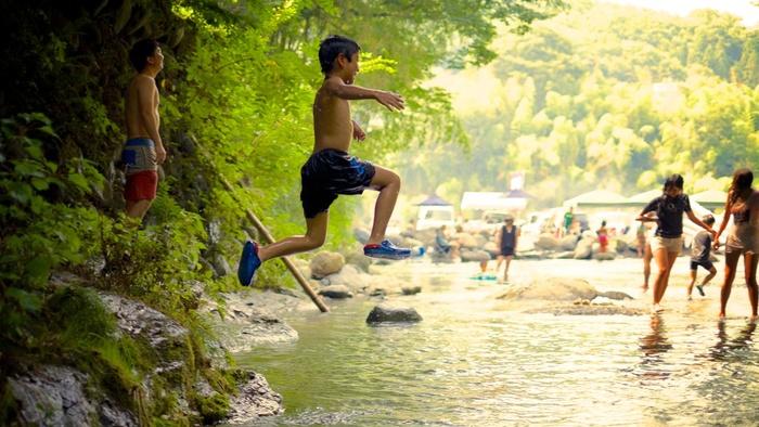 「親鼻橋河原」には、BBQ場「リバテラス長瀞」が新たに誕生しました。仲間や家族連れで出掛けるのなら、爽やかな水辺でBBQも楽しいものです。
