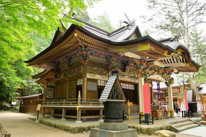 「宝登山神社」は、開運厄除・火災盗難除の守り神。「宝の山に登る」という縁起の良さに、年間100万人もの参拝者が全国各地から訪れます。