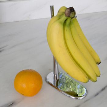 バナナは押されたところから傷んできます。吊るし保存がベスト!バナナ用のスタンドなどを使ってお洒落につり下げておきましょう。