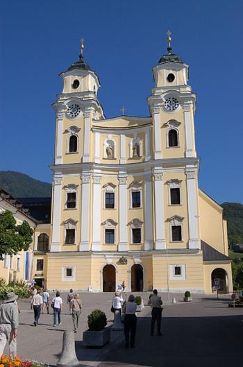 映画『サウンド・オブ・ミュージック』で主人公のマリアとトラップ大佐の結婚式に使われた「シュティフト・プファール教会」。