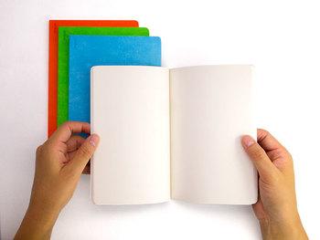 切り抜きや写真などを広々書きたい場合は自由度の高い「ノートタイプ」がおすすめ。