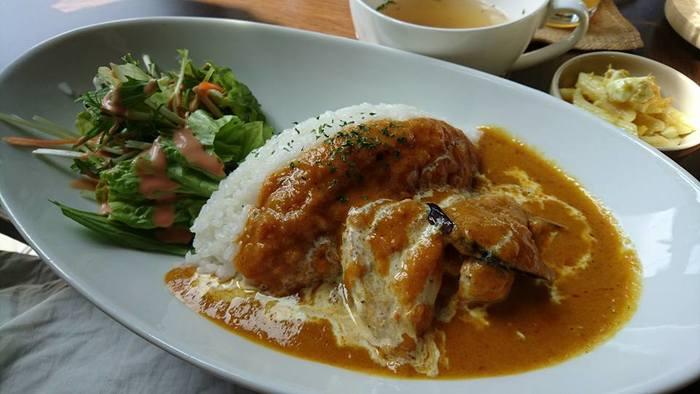 料理も本格的でこちらは香辛料をたっぷり使ったハヤシライス♪