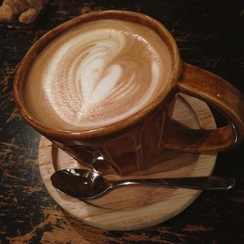 クリーミーなラテもおいしい♡  スペシャリティコーヒーなど本格的な珈琲がいただける、山形でも数少ないお店のひとつ。