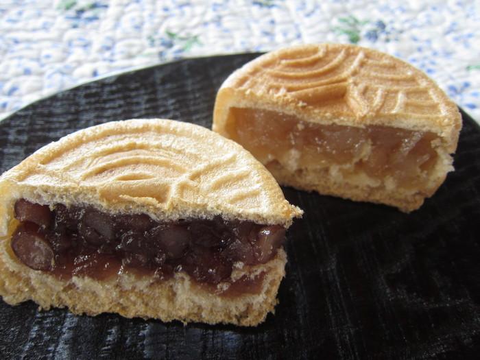 昭和23年創業の和菓子屋、文銭堂本舗の文銭最中は、毎朝、新橋の工場で職人により作られています。