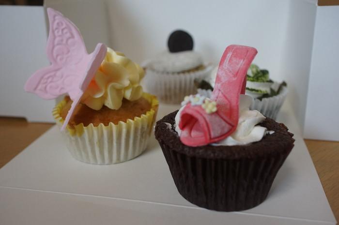 食べるのがもったいないくらいの可愛いカップケーキ。プチサイズなので何種類も買ってしまいそう♪日替わりメニューもあります。