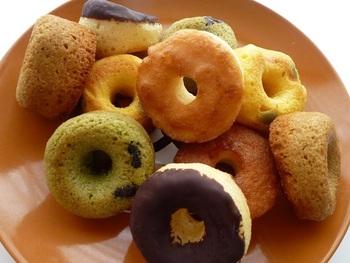 酪農が盛んな北海道中標津という小さな町から、爆発的大人気となったドーナツです。メディアにこぞって取り上げられ、売り上げも倍増。