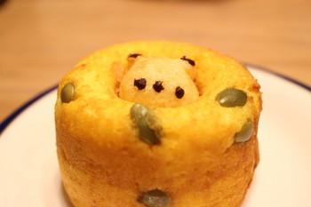 シレトコドーナツには「シレトコはちみつ」を使用。北海道で人気の「しお生キャラメル」も練りこみコクを出しました。こんなお土産が欲しいです!