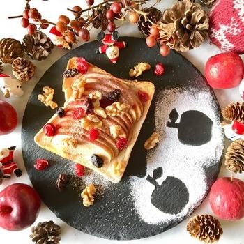 りんごもシナモンとの相性が良い果物。レシピではシャキシャキのりんごを使用していますが、フライパンで焼きリンゴにして食べるのもおすすめです。