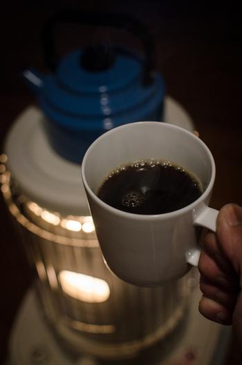 ストーブにやかんを置いておくと、加湿しながら、暖かい飲み物がすぐ飲めるというのも便利ですね。