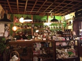 珈琲、本、お菓子、雑貨、音楽、すべてが雑多に混じりあう空間が心地よい「Brown Books Cafe」。円山エリアから、札幌中心部に移転してきました。